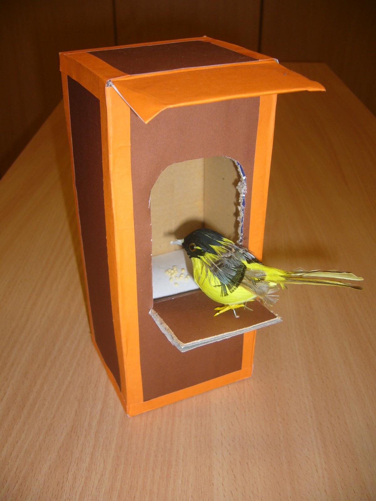 Смотреть как сделать кормушку для птиц своими руками из